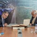 Podpisanie umowy przez prof. Kurka, dyrektora NCBJ i dr. Frédéricka Bordry, dyrektora ds. Technologii Akceleratorów w CERN(fot. CERN)