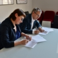 Magdalena Sroka and Krzysztof Kurek are signing intention letter on cooperation between Polish Film Institute (PISF) and NCBJ (photo Marcin Kułakowski, PISF)