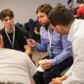 Początek hackathonu, narada. Paweł Posielężny (MIM UW), Adam Zadrożny (NCBJ), Arkadiusz Ćwiek (NCBJ), fot: Kuba Mozolewski, Ministerstwo Cyfryzacji