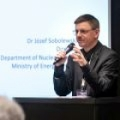Profesor Grzegorz Wrochna (NCBJ) wita gości konferencji HTR 2018 (foto: NCBJ)