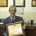 Prof. M. Moszyński z plakietka nagrody im. Glenna F. Knolla (foto: Marek Pawłowski, NVBJ)